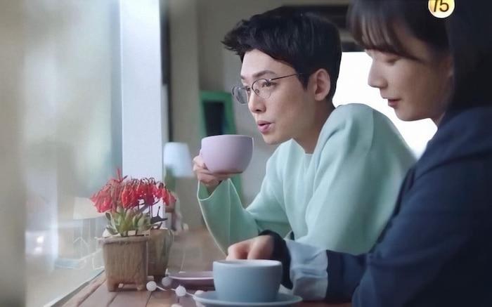 Hospital Playlist tập 10: Thời gian dành cho những câu chuyện tình yêu chớm nở, Jung Won phân vân nên chọn con tim hay là nghe lý trí Ảnh 6