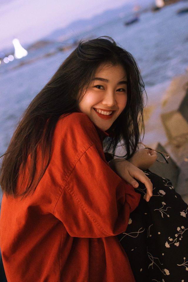 Diện toàn đồ cũ chụp hình, 9X được khen đẹp như diễn viên Hong Kong Ảnh 2