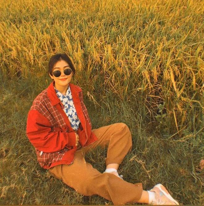 Diện toàn đồ cũ chụp hình, 9X được khen đẹp như diễn viên Hong Kong Ảnh 7