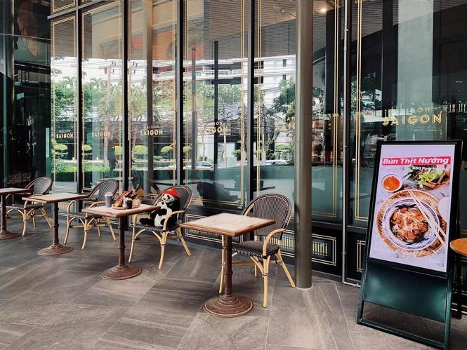 Nhà hàng Việt tại Thái Lan sử dụng nhân viên... gấu trúc để 'tiếp chuyện' thực khách Ảnh 7