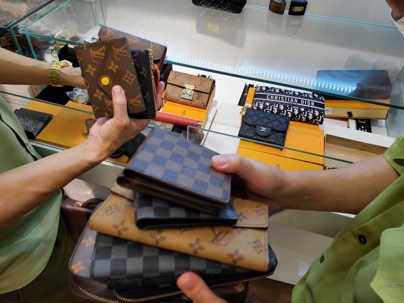 Hà Nội: Tạm giữ hơn 2.000 sản phẩm nghi nhái nhãn hiệu nổi tiếng Ảnh 6