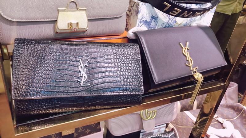 Hà Nội: Tạm giữ hơn 2.000 sản phẩm nghi nhái nhãn hiệu nổi tiếng Ảnh 9