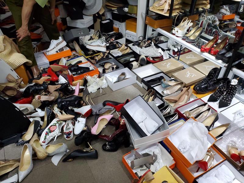 Hà Nội: Tạm giữ hơn 2.000 sản phẩm nghi nhái nhãn hiệu nổi tiếng Ảnh 5