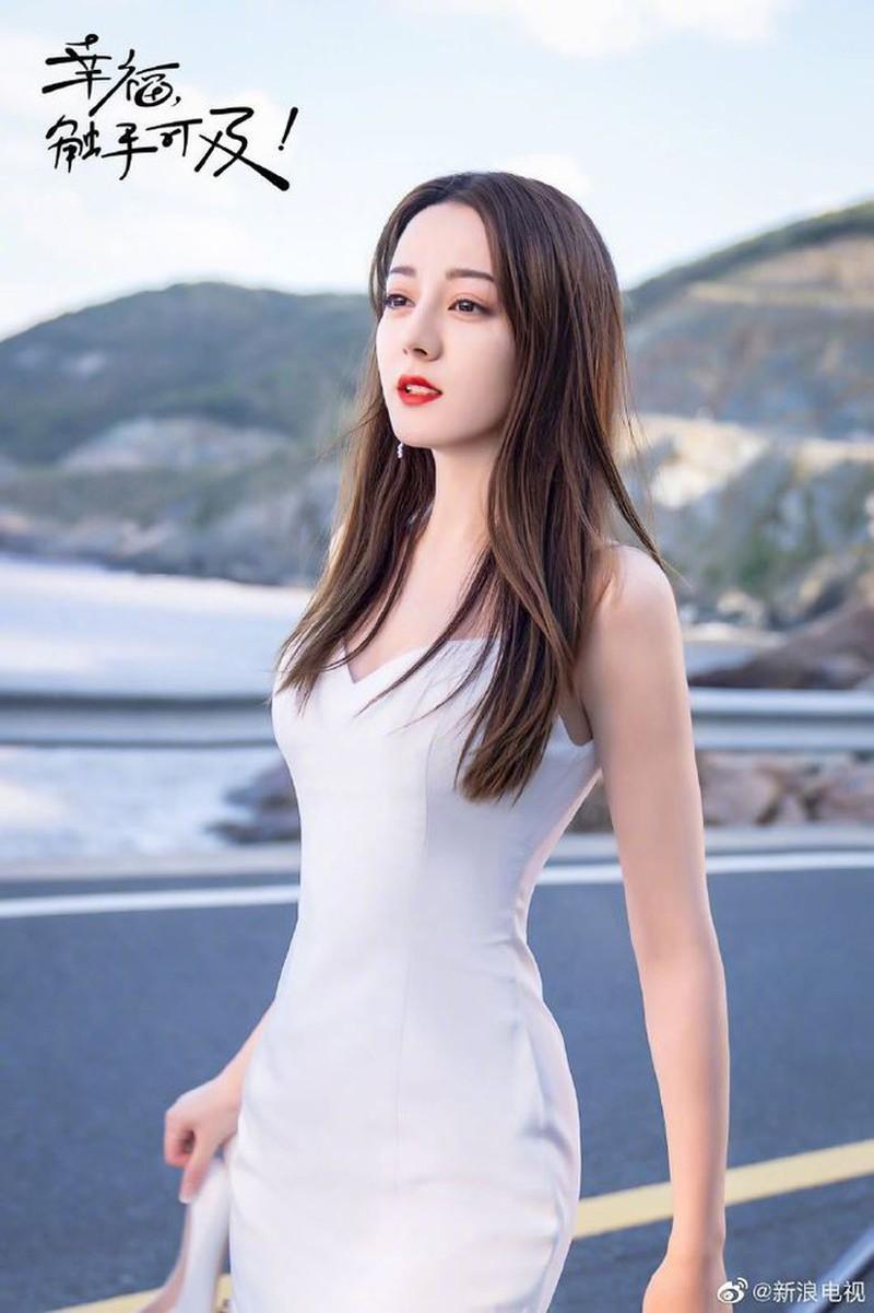 Địch Lệ Nhiệt Ba đẹp nao lòng trong tạo hình cô dâu Ảnh 2