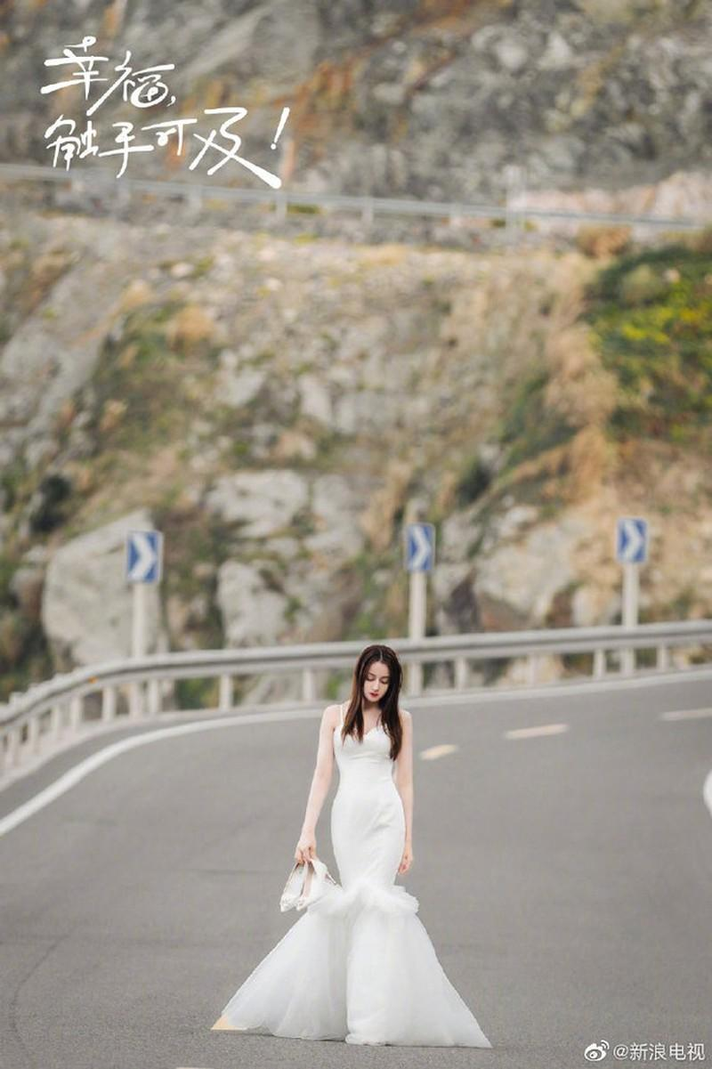 Địch Lệ Nhiệt Ba đẹp nao lòng trong tạo hình cô dâu Ảnh 5