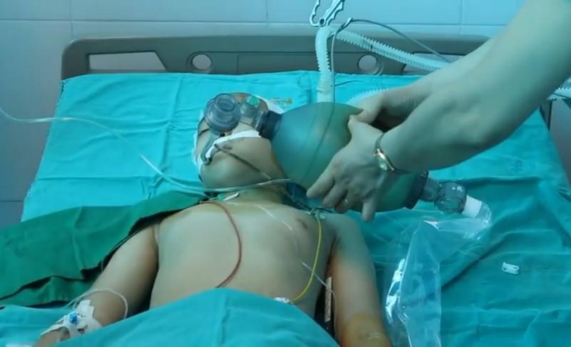 Bác sĩ Bệnh viện Nhi TW 'tốc hành' về Thái Bình tham gia cứu bé gái 10 tuổi Ảnh 1
