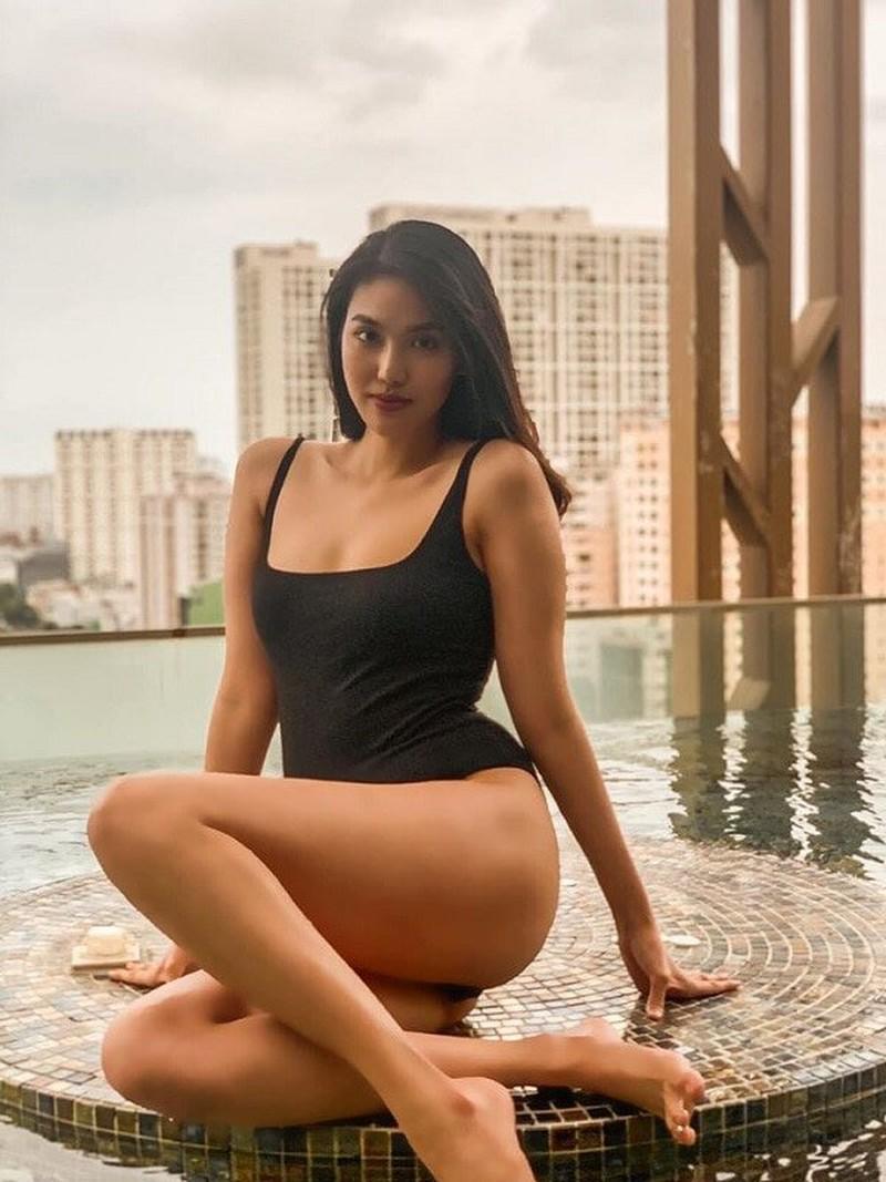 Từ Selena Gomez đến mỹ nhân Việt thích đồ bơi mùa hè nào nhất Ảnh 8