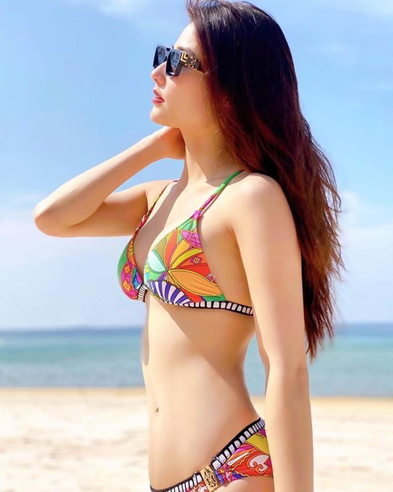 Từ Selena Gomez đến mỹ nhân Việt thích đồ bơi mùa hè nào nhất Ảnh 14