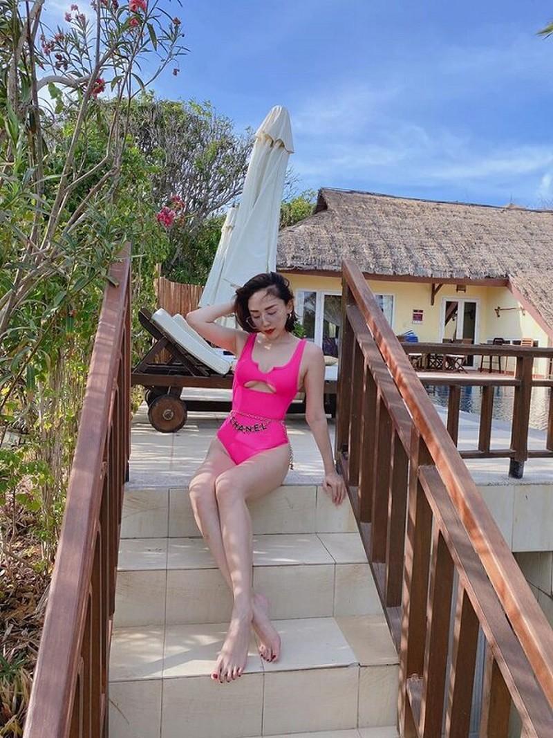 Từ Selena Gomez đến mỹ nhân Việt thích đồ bơi mùa hè nào nhất Ảnh 12
