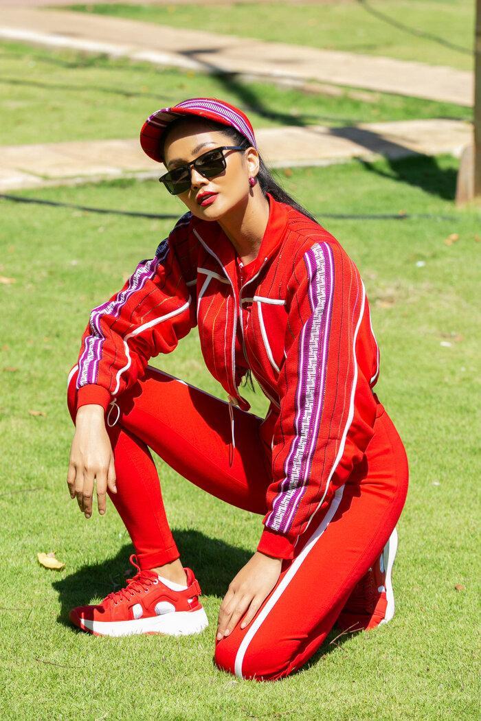 H'Hen Niê diện đồ thể thao làm từ vải thổ cẩm Ê Đê, đẹp rực rỡ như đóa hoa rừng núi Tây Nguyên Ảnh 10