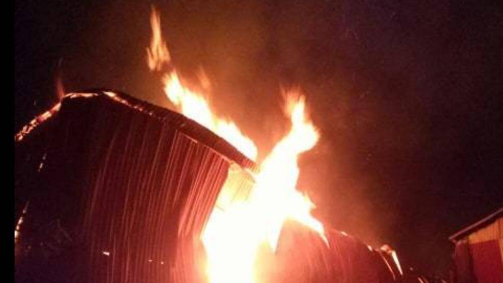 Đang cháy lớn tại làng nghề gỗ Liên Hà, Đan Phượng, Hà Nội Ảnh 2