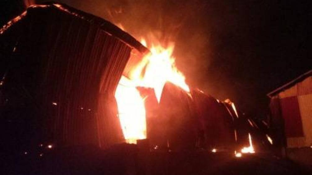 Đang cháy lớn tại làng nghề gỗ Liên Hà, Đan Phượng, Hà Nội Ảnh 1