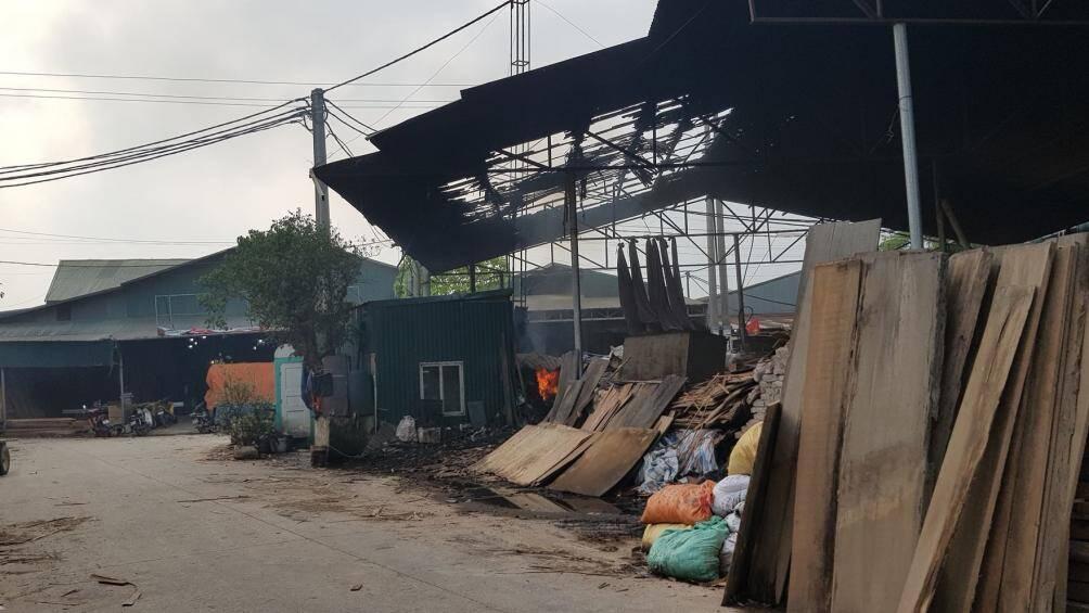 Đang cháy lớn tại làng nghề gỗ Liên Hà, Đan Phượng, Hà Nội Ảnh 7