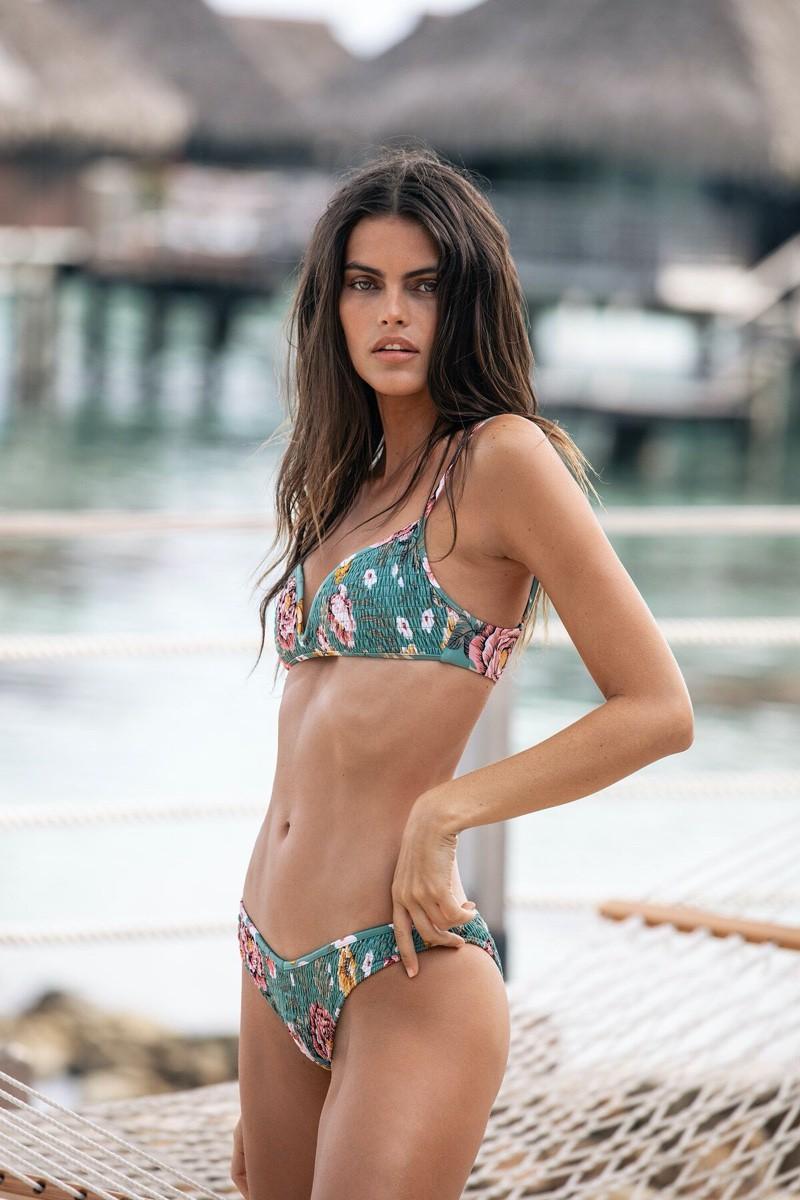 Nàng mẫu Kamila Hansen quá đỗi gợi cảm với áo tắm Ảnh 2