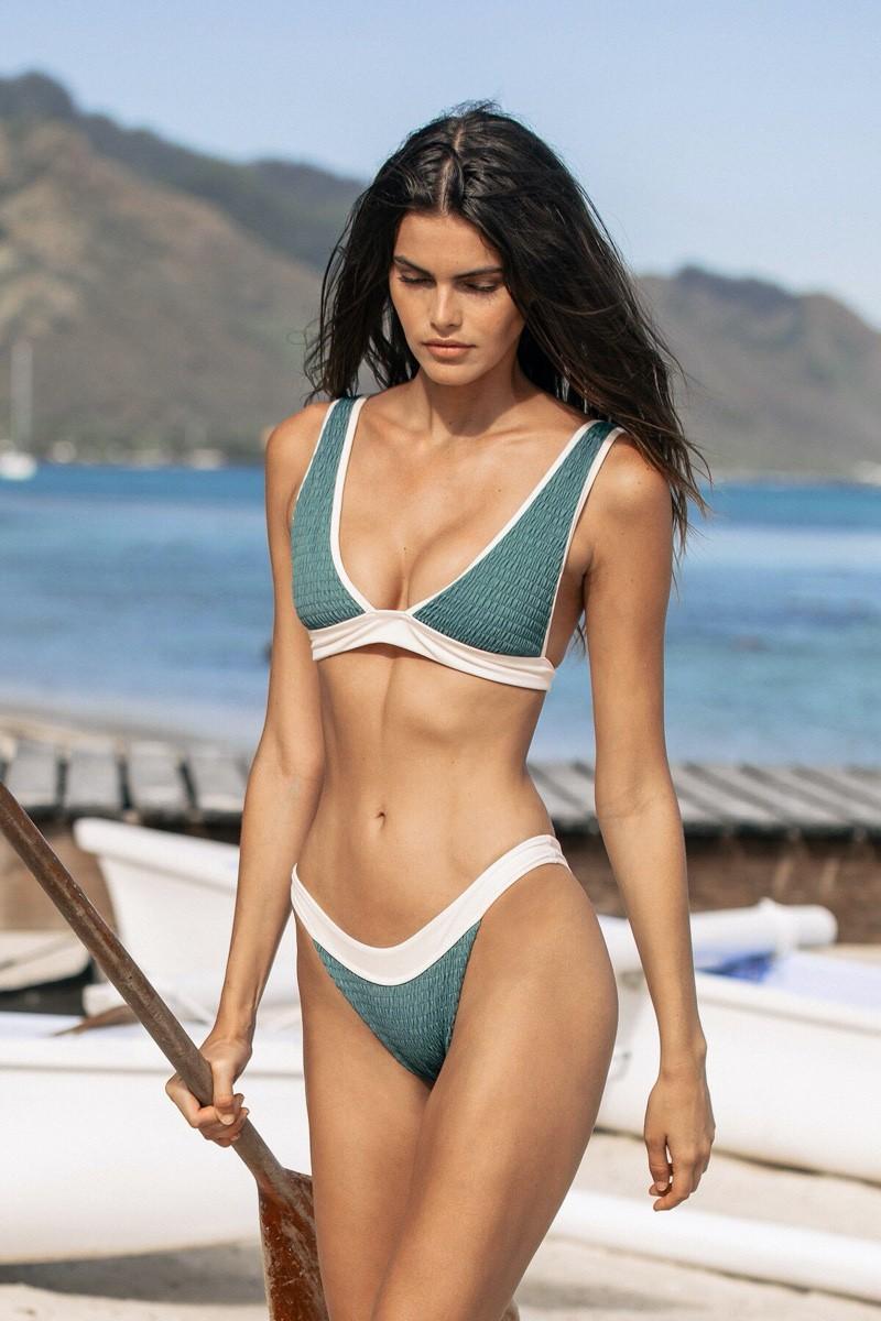 Nàng mẫu Kamila Hansen quá đỗi gợi cảm với áo tắm Ảnh 12