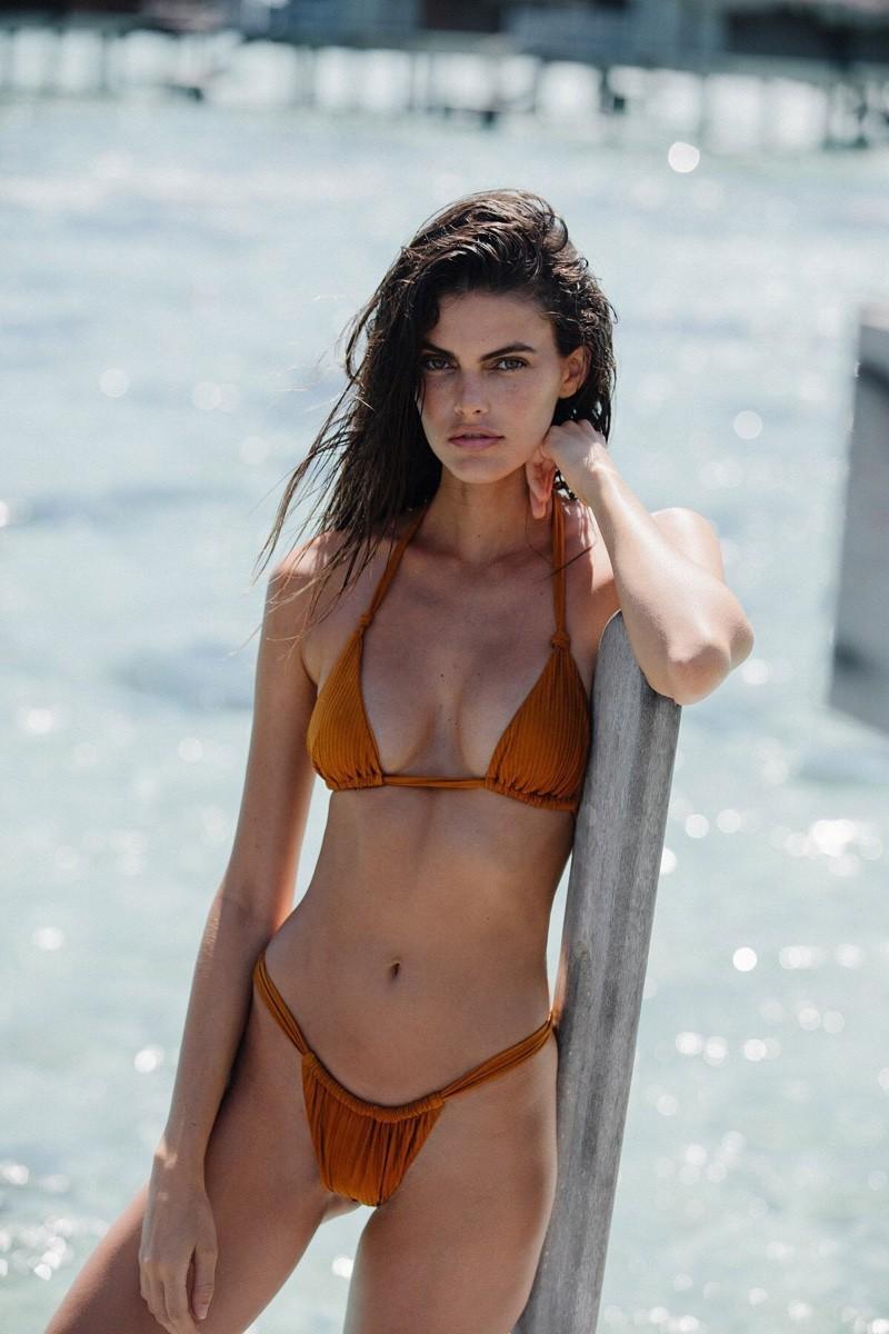 Nàng mẫu Kamila Hansen quá đỗi gợi cảm với áo tắm Ảnh 10