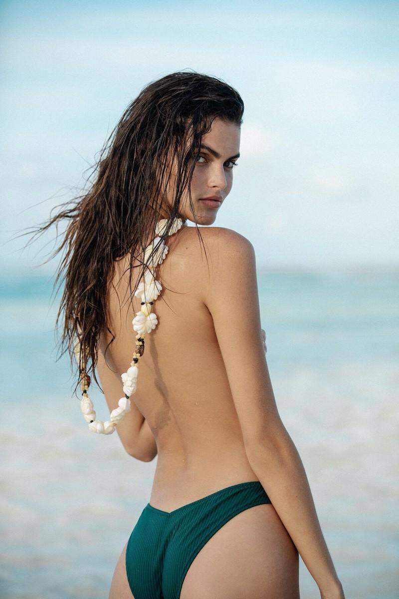 Nàng mẫu Kamila Hansen quá đỗi gợi cảm với áo tắm Ảnh 5