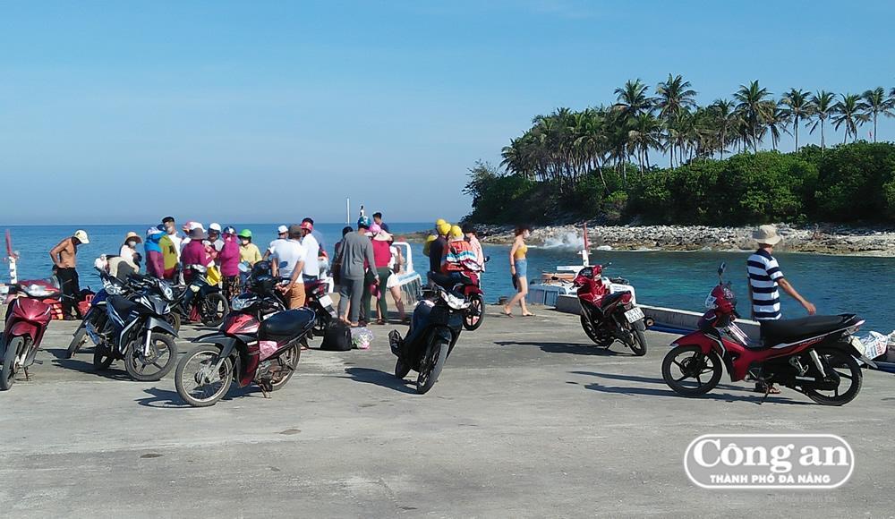Cần chấn chỉnh tình trạng 'cò mồi', chèo kéo khách du lịch ở Lý Sơn Ảnh 1