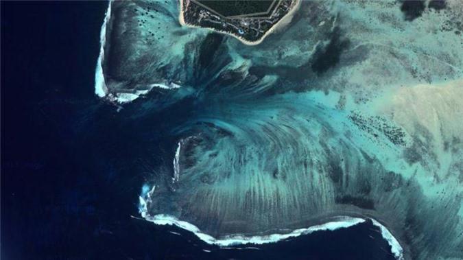 Mãn nhãn ngắm nhìn ngọn thác dưới đáy biển ở Mauritius Ảnh 3