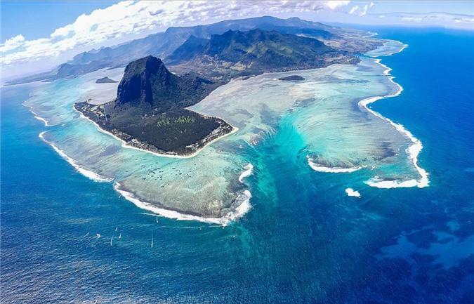 Mãn nhãn ngắm nhìn ngọn thác dưới đáy biển ở Mauritius Ảnh 2