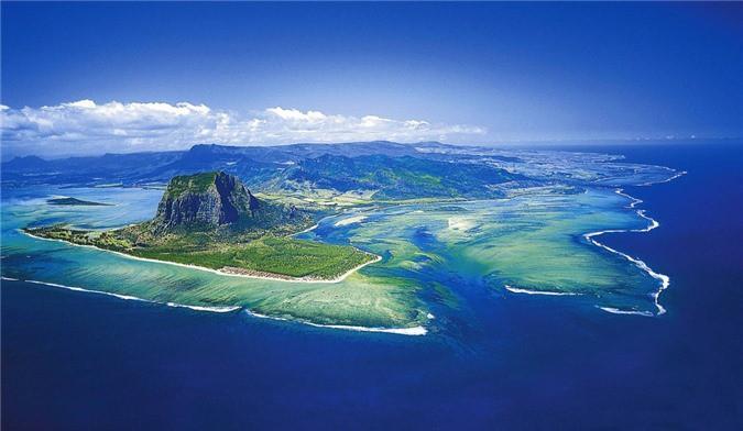 Mãn nhãn ngắm nhìn ngọn thác dưới đáy biển ở Mauritius Ảnh 1