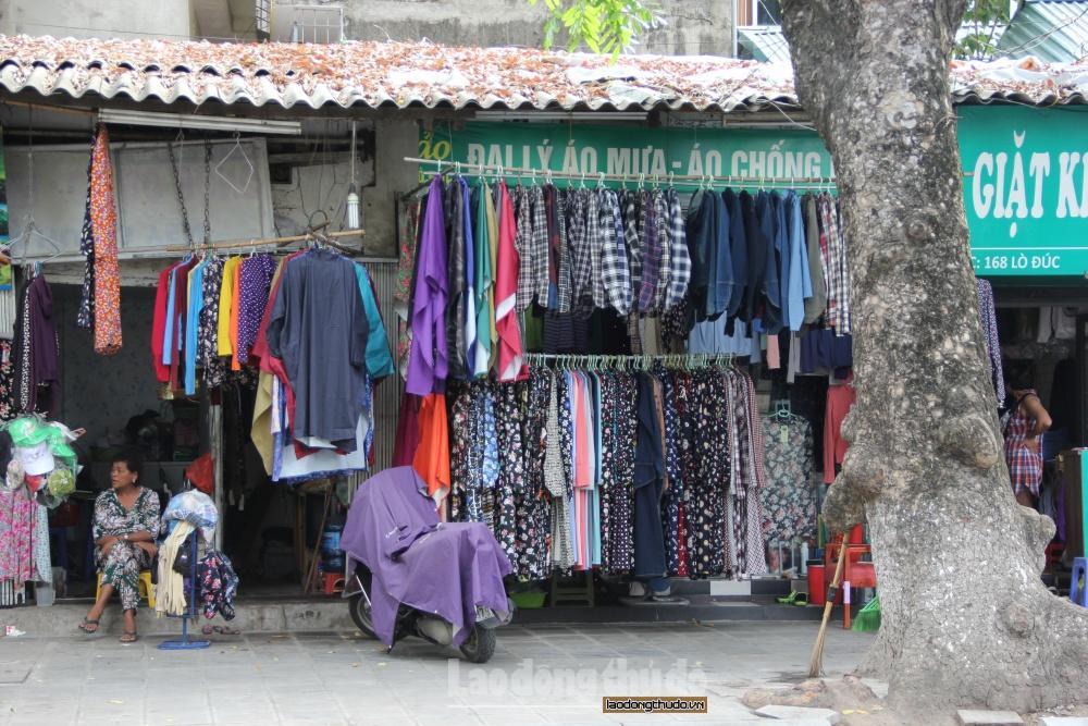 Sôi động thị trường bán áo, váy, phụ kiện chống nắng khi vào hè Ảnh 1