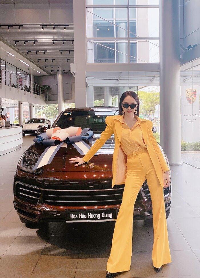 Dàn xế sang có giá hơn 13 tỉ của Hoa hậu Hương Giang Ảnh 1