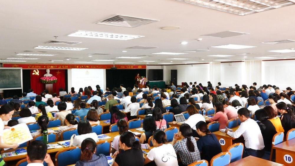 Quận Long Biên: Giới thiệu 165 đoàn viên công đoàn ưu tú cho Đảng xem xét kết nạp Ảnh 1