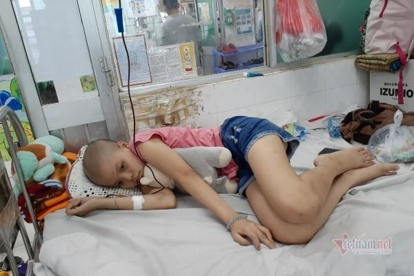 Mẹ nghèo khẩn cầu xin giúp con gái ung thư bớt đau đớn Ảnh 1