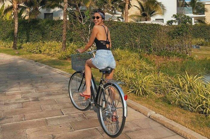 Hà Tăng - Tiên Nguyễn đọ dáng với bikini, cặp chị dâu em chồng hot nhất Vbiz là đây! Ảnh 5