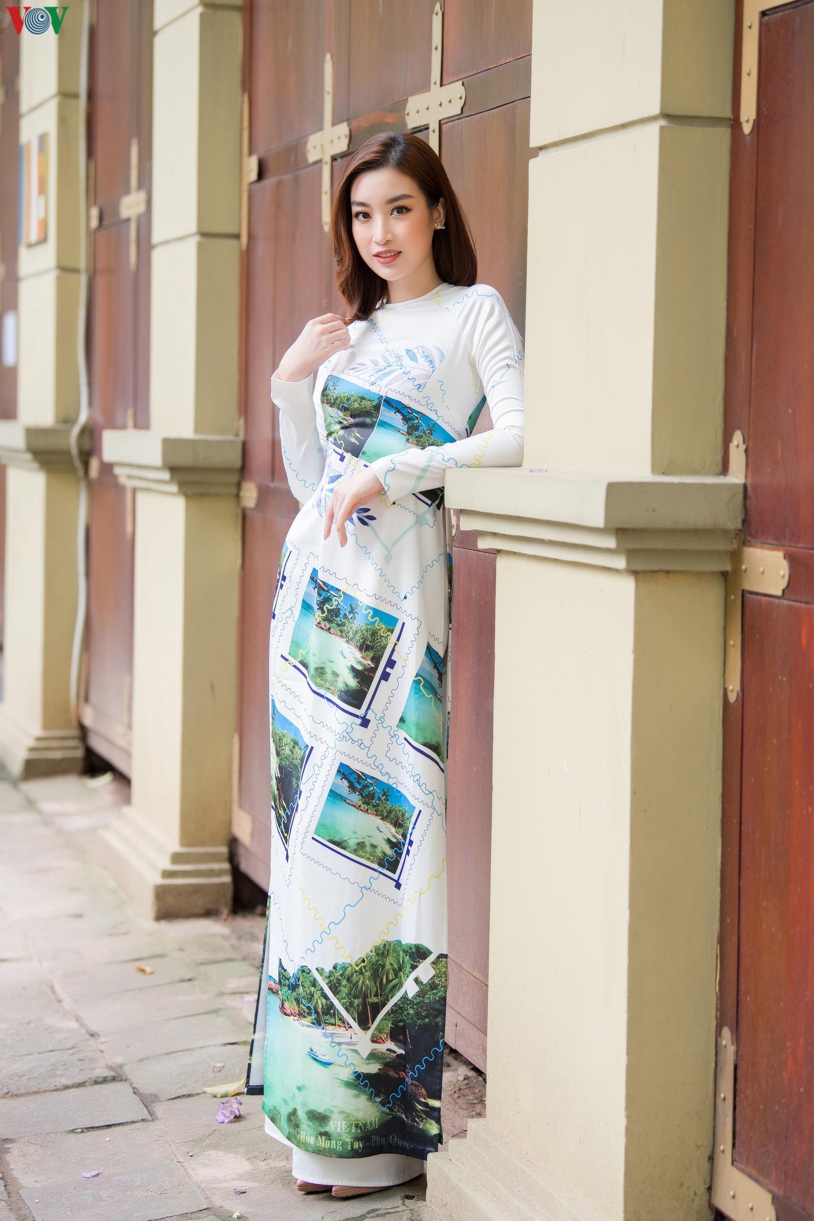 Hoa hậu Ngọc Hân, Đỗ Mỹ Linh đọ dáng với áo dài in hình biển đảo Ảnh 6