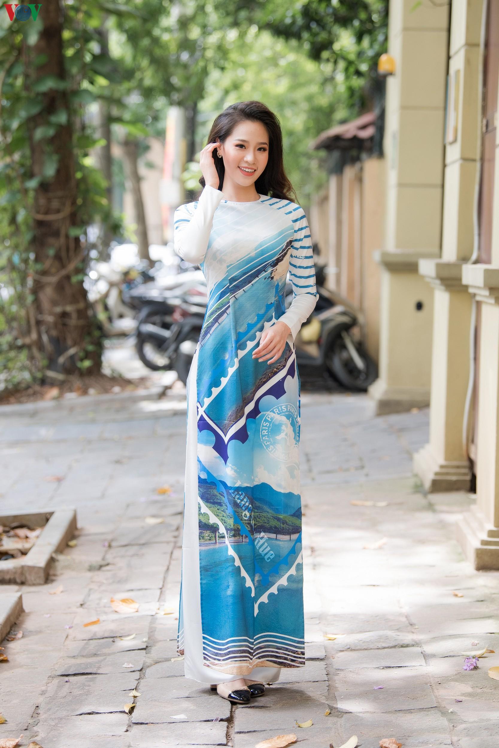 Hoa hậu Ngọc Hân, Đỗ Mỹ Linh đọ dáng với áo dài in hình biển đảo Ảnh 10