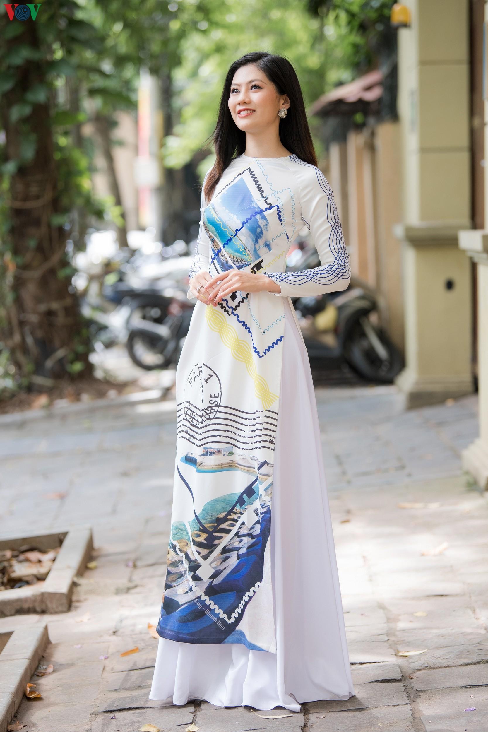 Hoa hậu Ngọc Hân, Đỗ Mỹ Linh đọ dáng với áo dài in hình biển đảo Ảnh 9