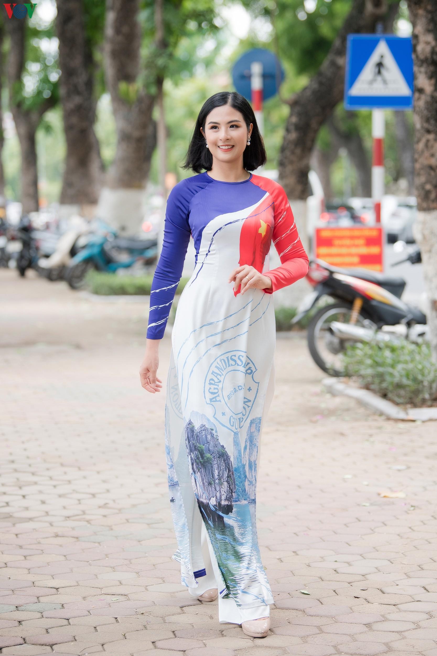 Hoa hậu Ngọc Hân, Đỗ Mỹ Linh đọ dáng với áo dài in hình biển đảo Ảnh 4