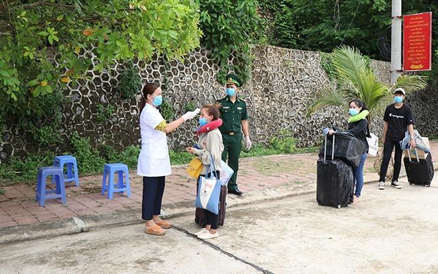 Đón gần 1.400 lưu học sinh Lào trở lại học tập sau dịch Covid-19 Ảnh 1