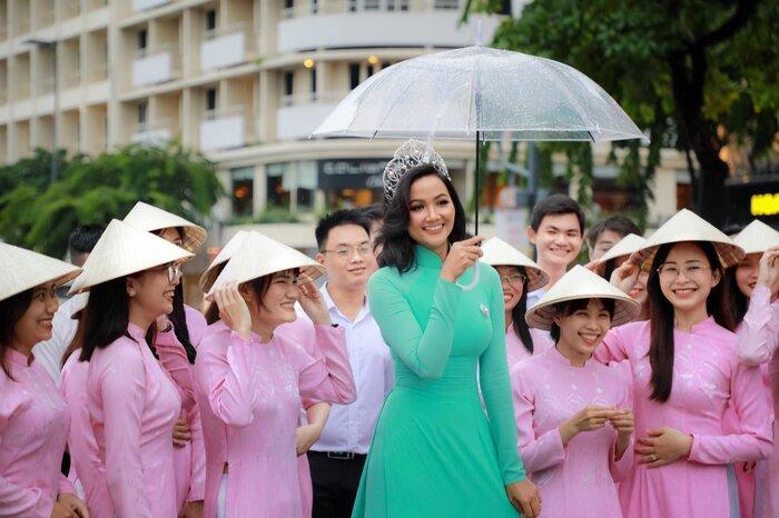 Hoài Sa có National Costume 'Bà Triệu', Khánh Vân mang 'Trưng Nữ Vương' oanh tạc Miss Universe? Ảnh 17