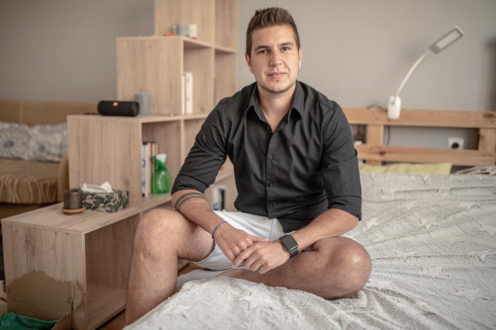 Người chuyển giới Hungary sống trong sợ hãi sau luật mới khắc nghiệt Ảnh 2