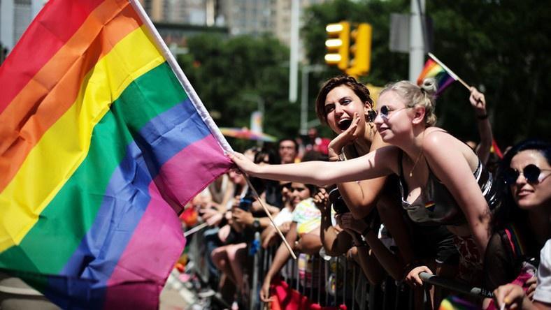 Người chuyển giới Hungary sống trong sợ hãi sau luật mới khắc nghiệt Ảnh 1