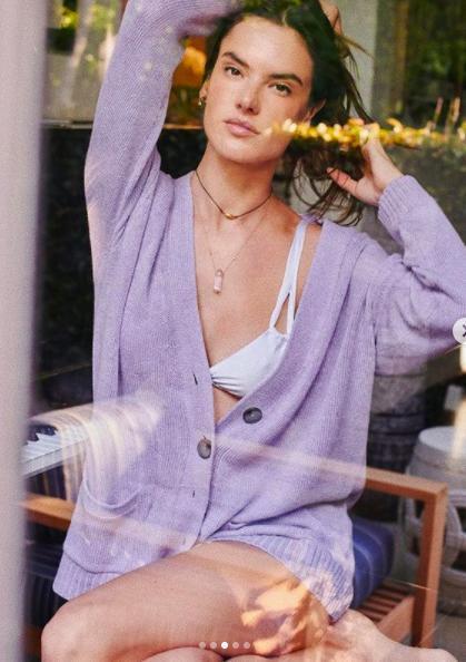 Alessandra Ambrosio tung ảnh khoe trọn bầu ngực táo bạo Ảnh 7