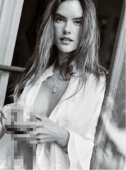 Alessandra Ambrosio tung ảnh khoe trọn bầu ngực táo bạo Ảnh 2