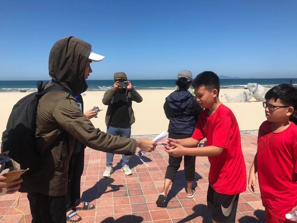 Người dân Đà Nẵng tập trung ở bãi biển chiêm ngưỡng nhật thực Ảnh 5