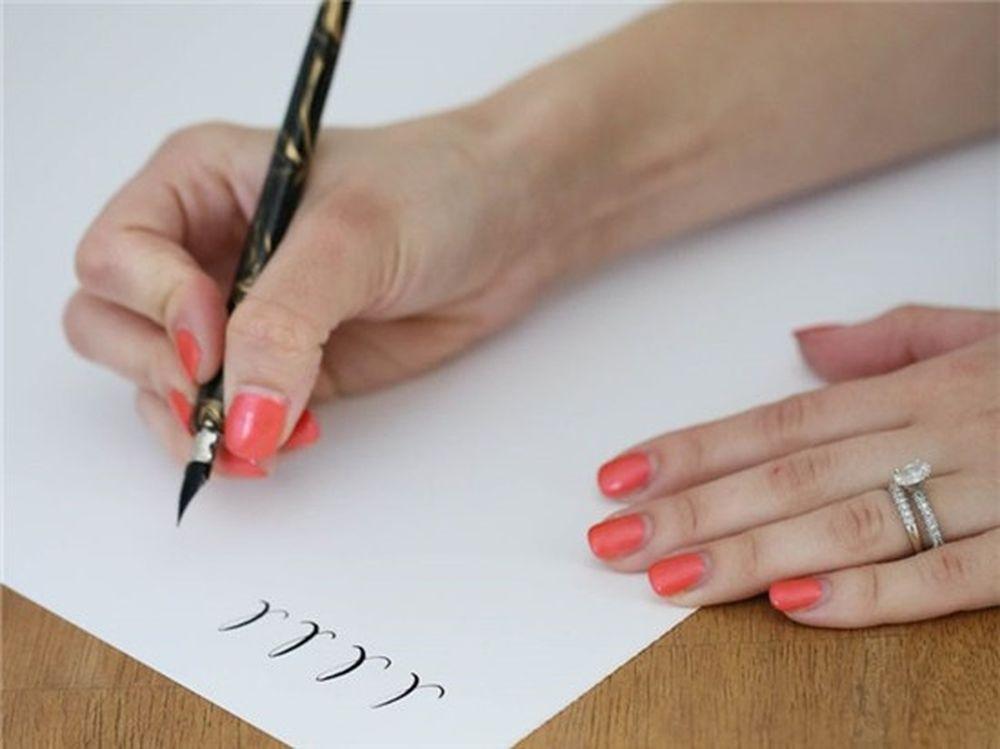 Ngày 1: Lấy giấy bút ra ghi những điểm khiến bạn nhớ nhất về người ấy và  những điểu đáng ghét nhất.