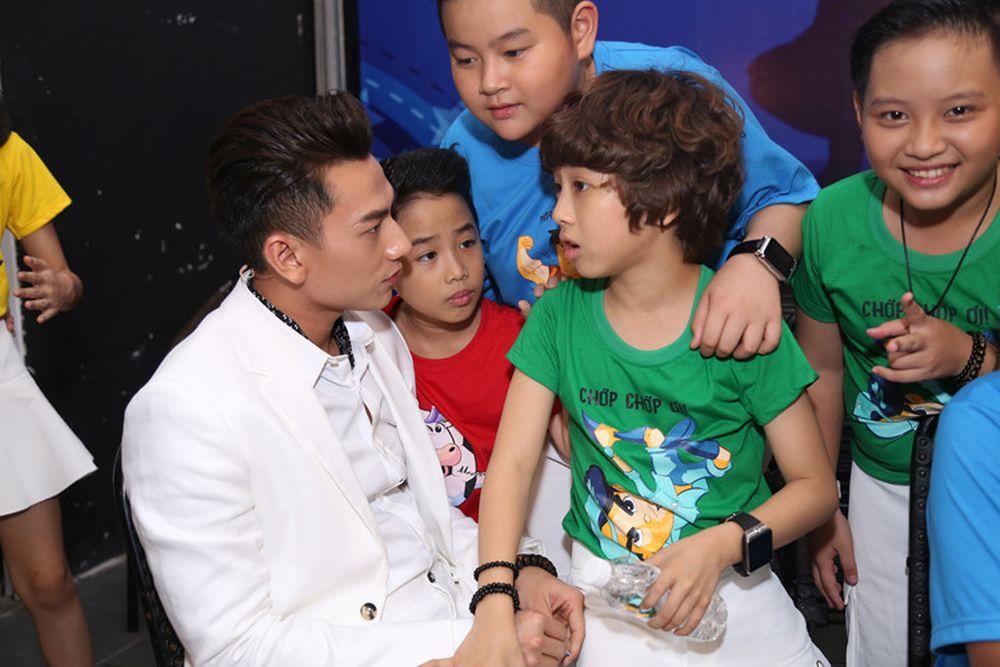 Khi làm giám khảo cuộc thi Vietnam Idol nhí, trưởng nhóm 365 - Isaac không  chỉ truyền đạt cảm hứng, tình yêu âm nhạc và kinh nghiệm trên sân khấu cho  các ...