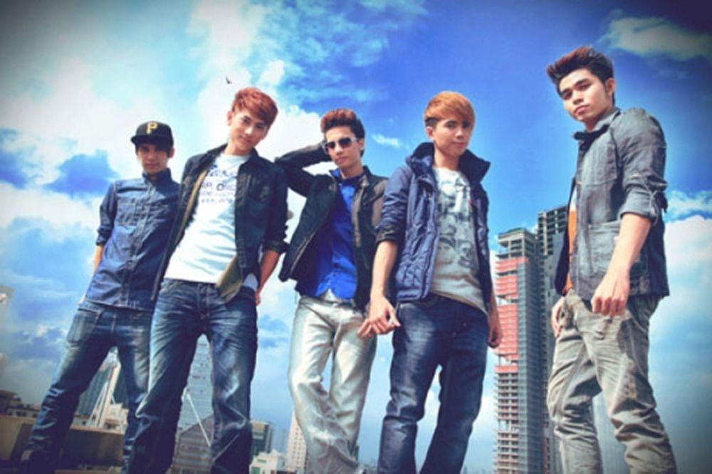 """Nhóm 365 chính thức được """"khai sinh"""" vào ngày 22/9/2010 gồm 5 thành viên:  Isaac, Jun, Tronie, Will và S.T."""