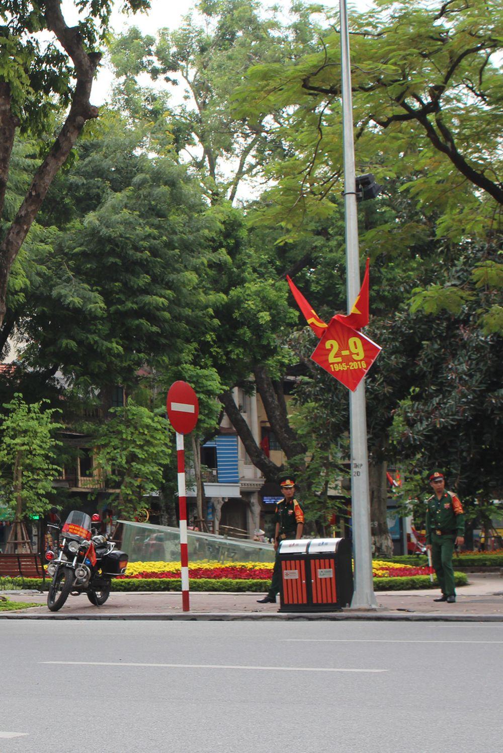 Để phục vụ cho tuyến phố đi bộ khu vực Hồ Hoàn Kiếm từ 19h tối thứ Sáu đến 24h Chủ Nhật hàng tuần, Hà Nội sẽ điều chỉnh lộ trình xe buýt ở 16 tuyến phố.