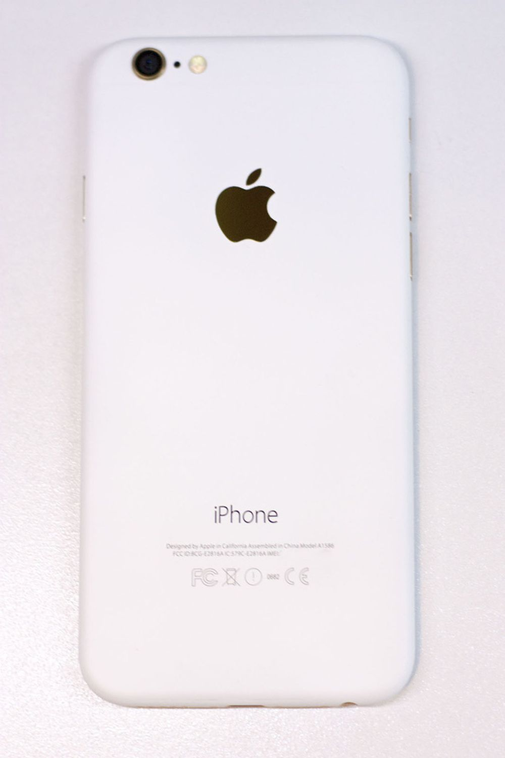 Chiếc iPhone 6 màu trắng nhám của vantt1. Ảnh: Vantt1.