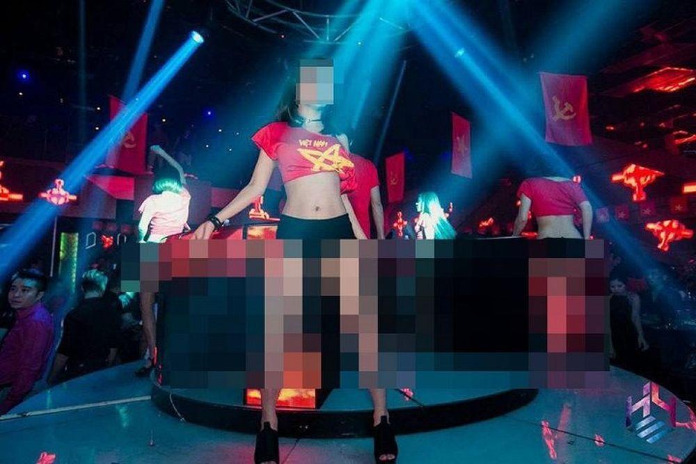 Hình ảnh biểu diễn tại quán bar Hey Club số 57 Cửa Nam khiến nhiều người  bức xúc.