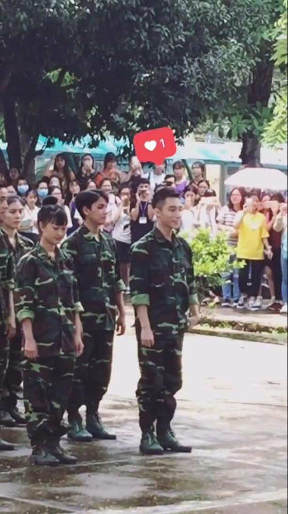 Sơn Tùng cực bảnh bao trong bộ trang phục quân đội.