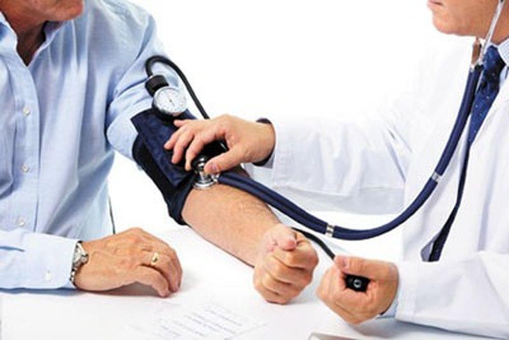 Bố cháu 57 tuổi, có bệnh tăng huyết áp. Vừa qua đi khám sức khỏe bác sĩ nói  bố cháu bị suy thận mạn tính. Xin hỏi có phải vì tăng huyết áp dẫn đến ...