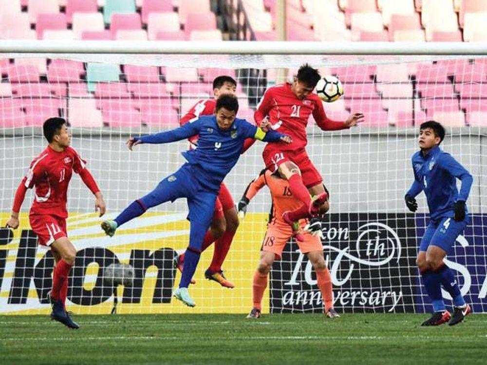 Sớm phải nhận bàn thua trước, đội bóng xứ sở chùa vàng lập tức tràn lên tấn  công nhưng không thể có được bàn gỡ trong hiệp thi đấu thứ nhất.